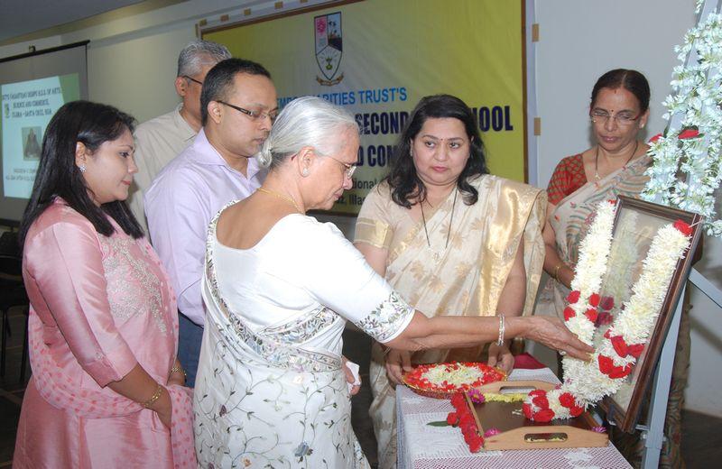 Chief Guest Smt. Neela V. Dempo, paying homage to the memory of Late. Shri. Vasudeva V. Dempo. Also seen Trustee, Shri. Yatish Dempo, Smt. Akshaya Y. Dempo, Shri. Rajesh Bhatikar, Administrator of DCT's, Principal, Mrs. Rupa Khope and Vice Principal, Mrs. Rekha Keni Guralla.