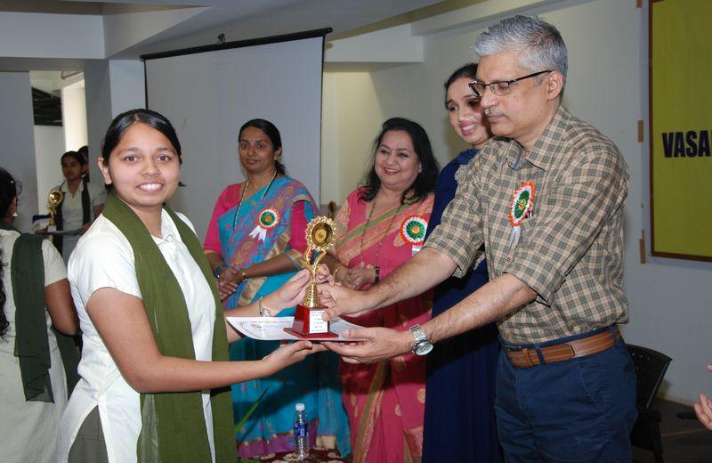 Best Student Award in the Arts Stream:- Ms. Vibha Sidhaye.